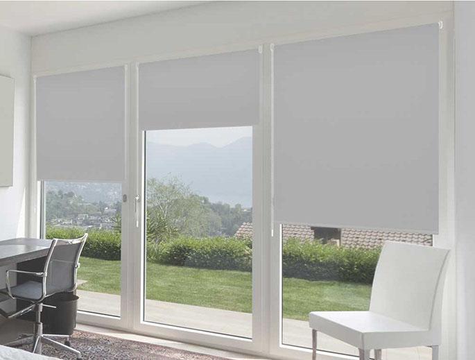 10 tipos de estores que no conoces controla la luz de tu for Tipos de cortinas para salon